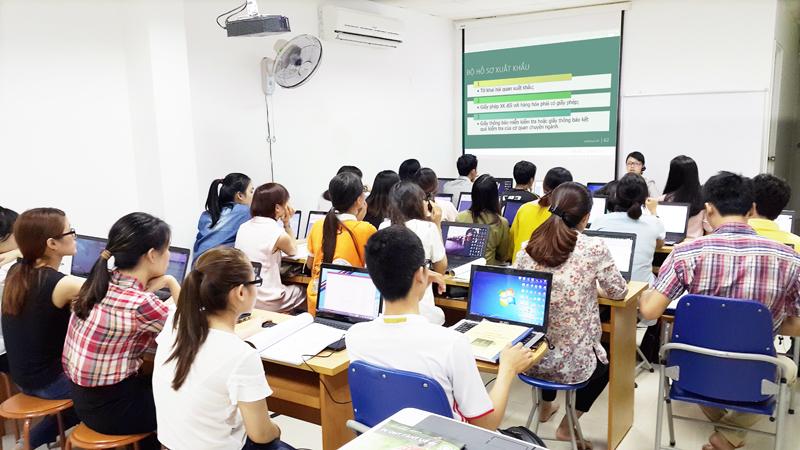 Lớp học xuất nhập khẩu tại EximTrain trung tâm đào tạo xuất nhập khẩu tại Hà Nội